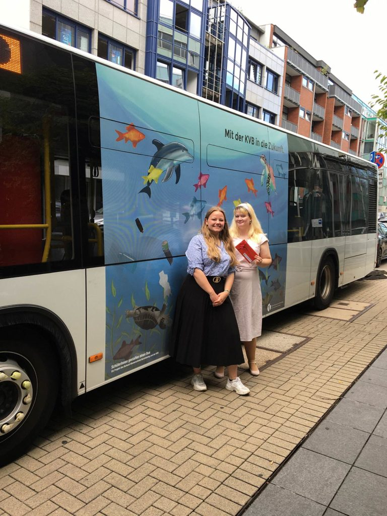 GTAs gestalten Klima-Bus der KVB: Nele Blumenthal (links) und Jessica Martini (rechts)